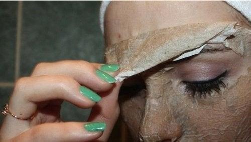 яєчна маска - це найкращий спосіб видалити чорні цятки