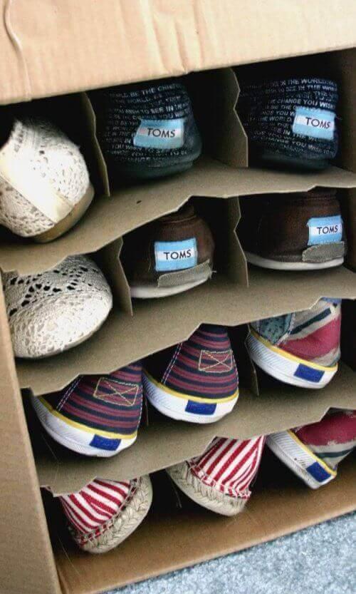 коробки від вина для організації взуття
