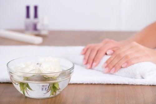 засіб для догляду за нігтями