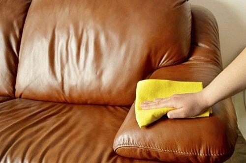 полірування меблів
