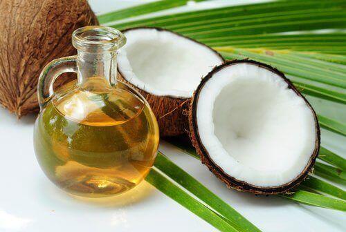 кокосова олія чудовий помічник у боротьбі з таким паразитами, як воші та гниди