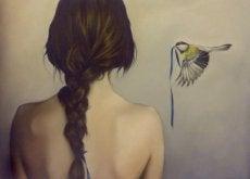 жінка та птаха
