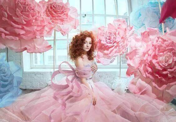 жінка з трояндами