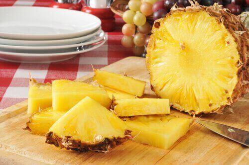 шматочки ананасу