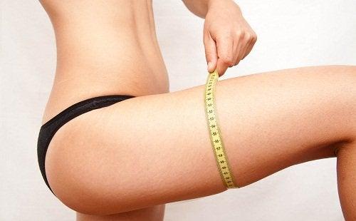вимірювання окружності стегна сантиметровою стрічкою