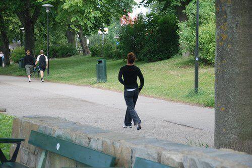 ходьба в парку