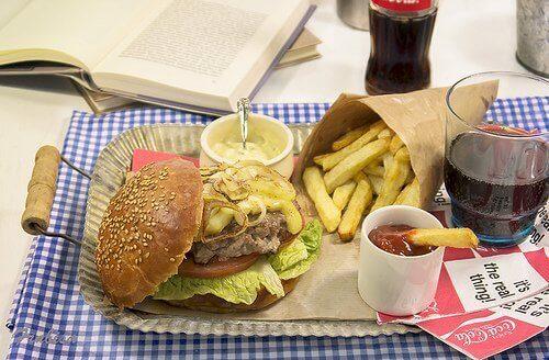 їжа багата холестерином