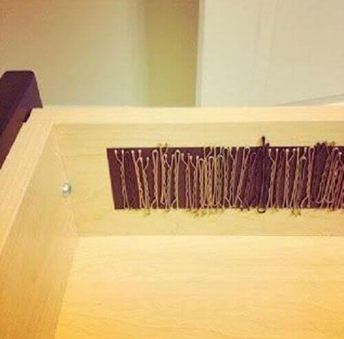 магнітні смуги, щоб не загубити шпильки для волосся
