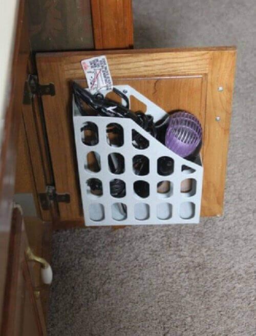 полиця на дверцятах шафи