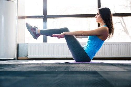 робіть фізичні вправи для зміцнення м'язів живота