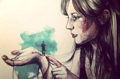 жінка тримає в руці чоловічка