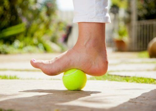 how-to-use-a-tennis-ball-to-calm-plantar-fasciitis-pain