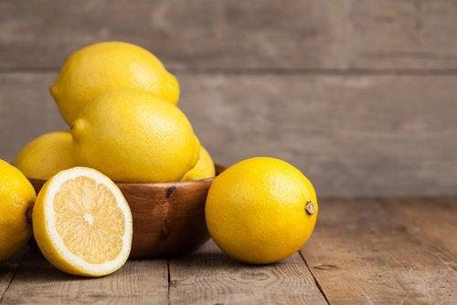 лимони допоможуть усунути черевний жир