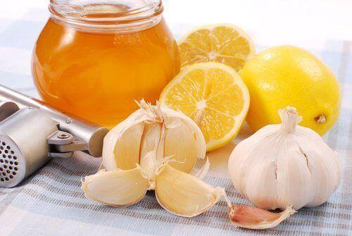 натуральний засіб з часником, медом та лимоном проти черевного жиру