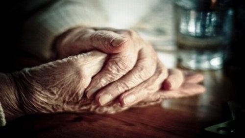 4-zmorshcheni-ruky