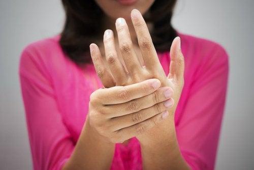 7 ознак поганого кровообігу, які часто ігнорують