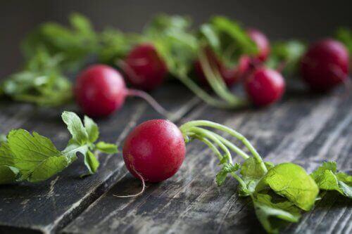 Додавайте редиску в салат