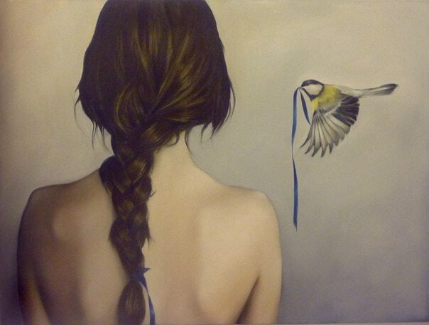 дівчина та пташка зі стрічкою