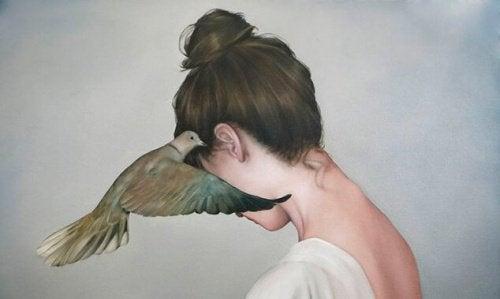 zhinka-z-holubom
