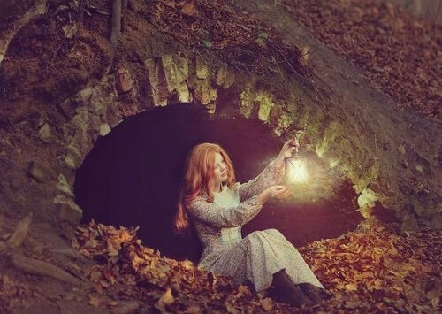 дівчина з ліхтарем