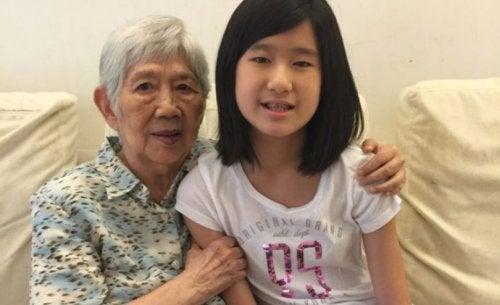 12-річна дівчинка створює додаток, щоб розмовляти зі своєю бабусею, у якої Альцгеймер