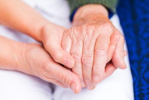 артрит викликає біль в суглобах