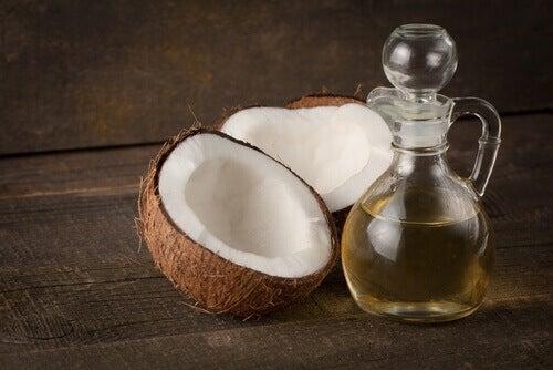 кокосова олія для зміцнення вій