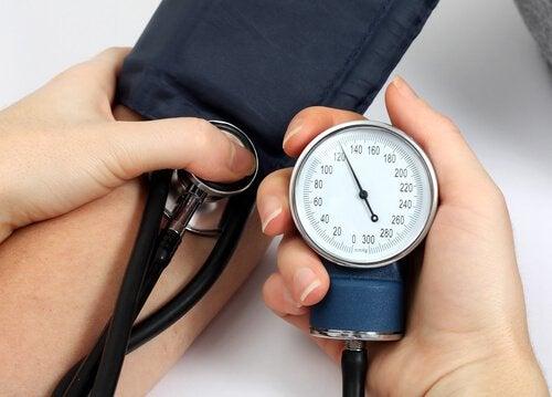 високий кров'яний тиск та інсульт