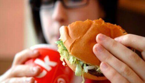 9 продуктів, які спричиняють неприємний запах тіла