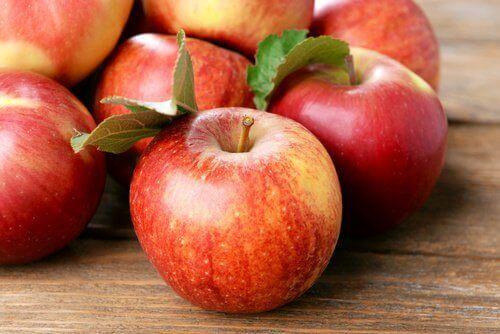 чурвоні яблука