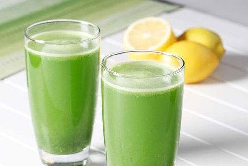 Засіб з петрушкою і лимоном дляборотьби з затримкою рідини