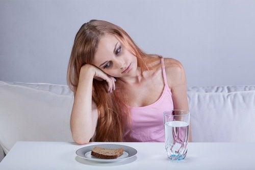 дівчина без апетиту