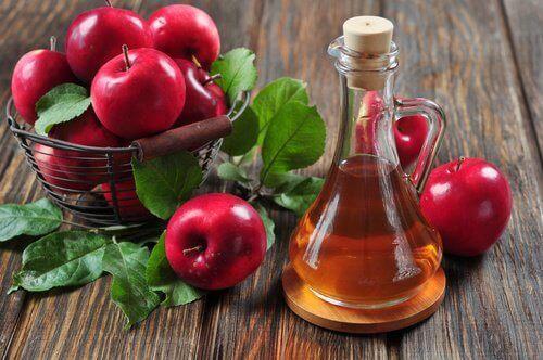яблучний оцет та яблука