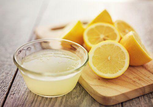 нарізаний лимон