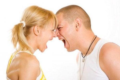 сварка між хлопцем та дівчиною
