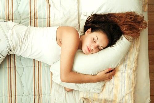 сон на подушці