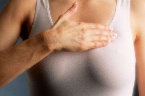 """Жінки зі """"щільною"""" тканиною грудей повинні робити мамографію щороку"""