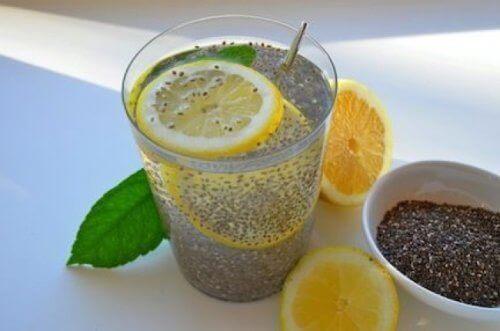 насіння чіа з лимонною водою