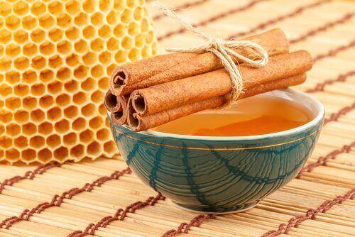 Маска з медом та корицею