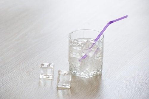 холодна вода чи кубики льоду допоможуть перебороти втому