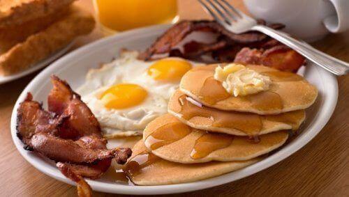 5 продуктів, які не можна їсти на сніданок