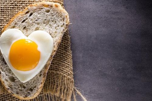 яйце у формі серця