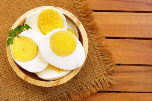 варені яйця на сніданок