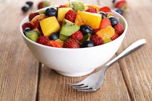 тарілка фруктів