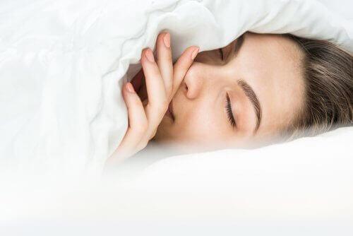 Як заснути, коли вам зимно