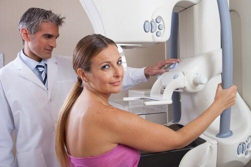 процес мамографії