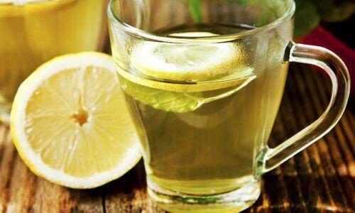 вода з лимоном для лікування здуття живота