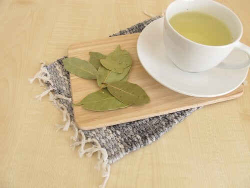 олія лаврового листя та чай