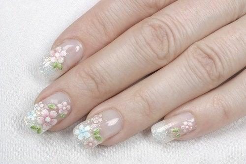нігті з квітками