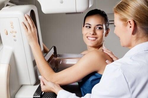 перша мамографія з лікарем